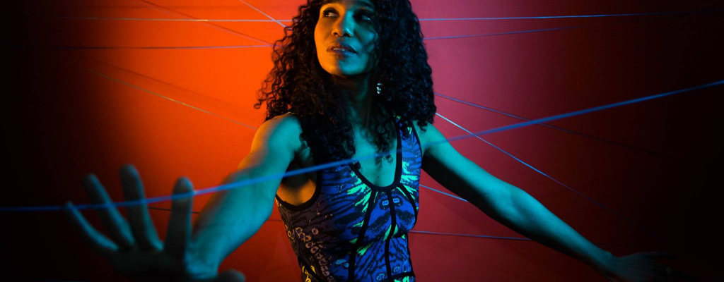 V hlase Aimée Allen je slyšet životní zkušenost i ženská smyslnost