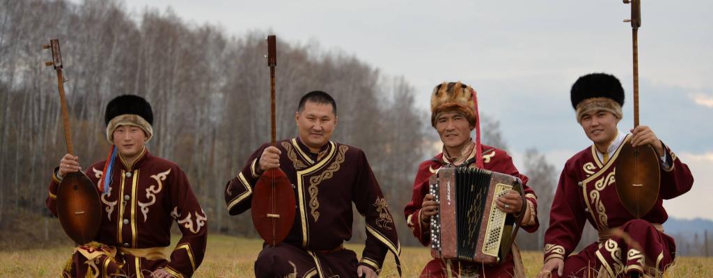 Altai Kai se vrací s unikátními hrdelními zpěvy na Malou scénu za oponou