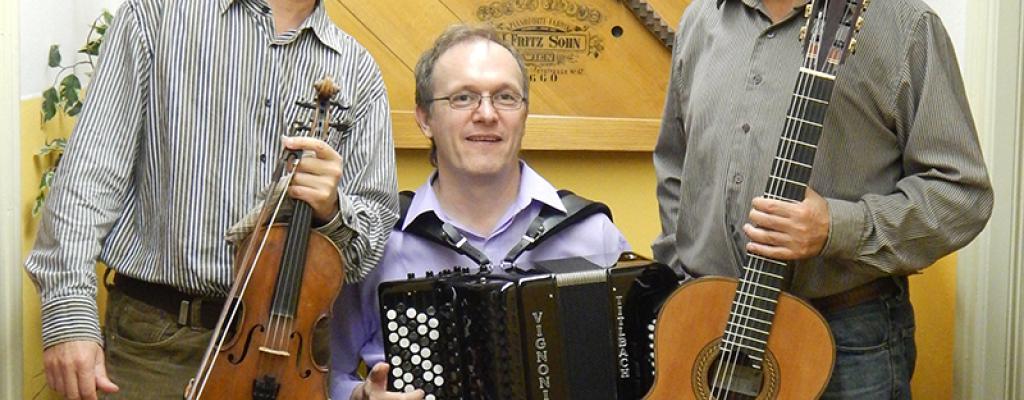 Netradiční spojení kytary, houslí a bajanu zahájí koncertní sezonu