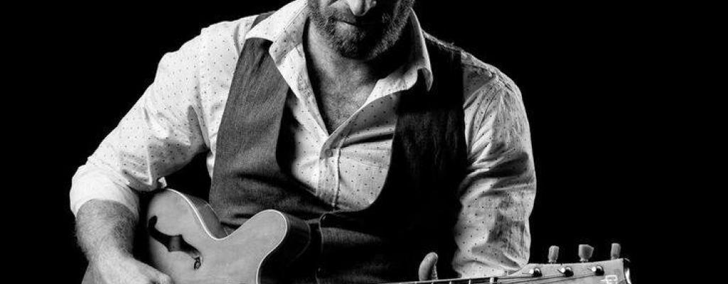 Vrcholný jihoafrický bluesman Gerald Clark zahraje na Malé scéně