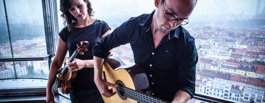 Mimořádné nástrojové spojení kytary a houslí nabídne koncert Dua Teres