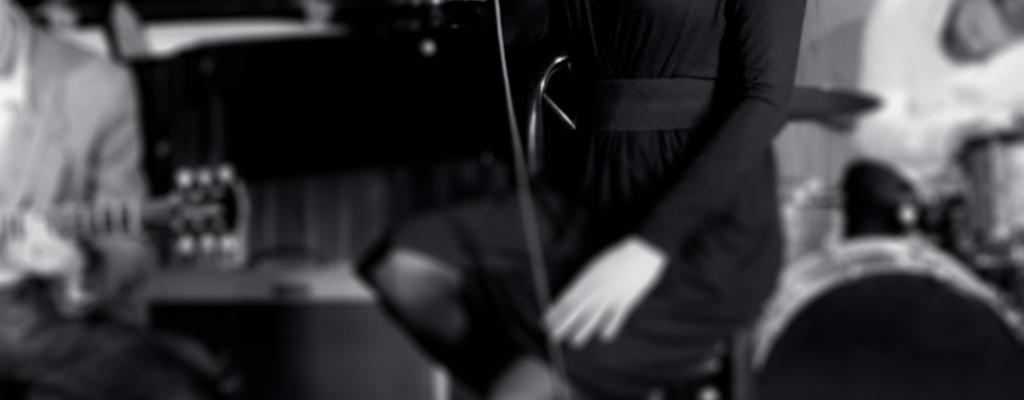 Malá scéna za oponou vzdá poctu Billie Holiday a přivítá charismatického kytaristu