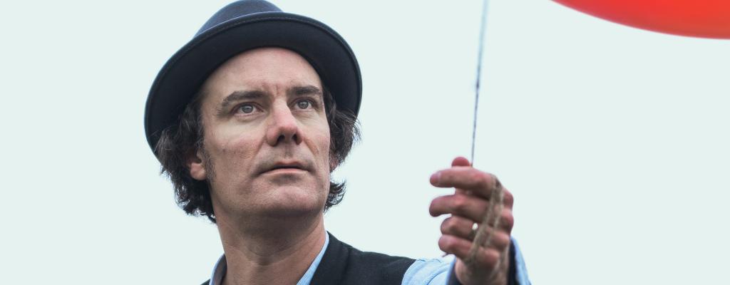 James Harries vydal novou desku, vyprodává koncerty a míří do Valmezu