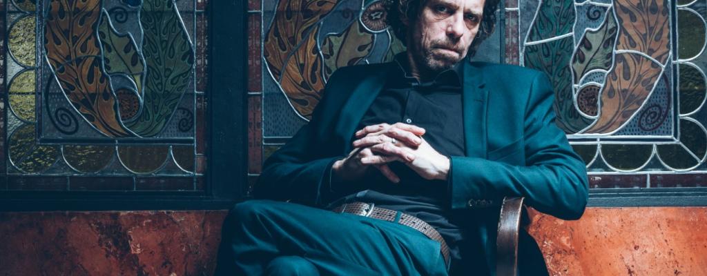 Britský kytarista Justin Lavash přiveze moderně pojaté písničkářství