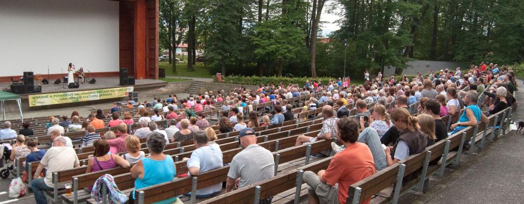 Valašskomeziříčské kulturní léto pokračuje koncerty Pavla Dobeše, Cimballicy i Letním kinem