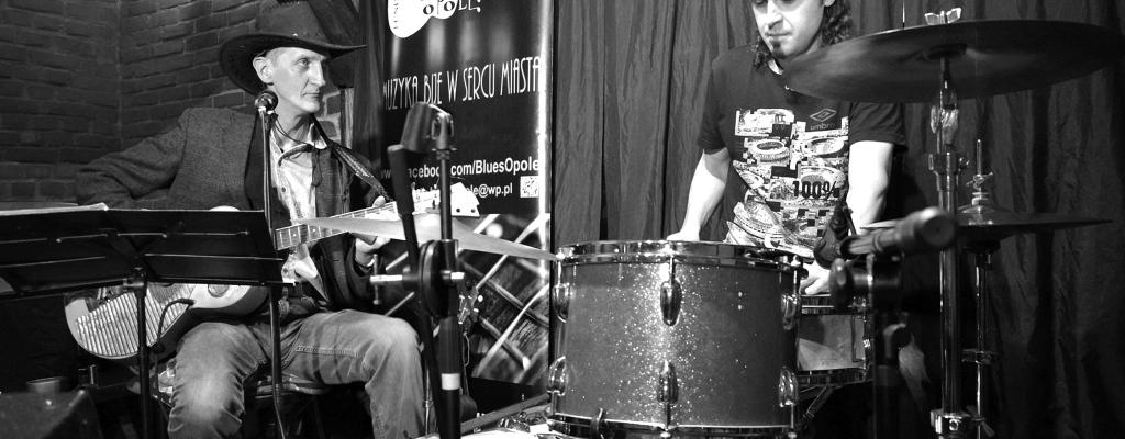 Za oponu míří bluesmani Marek Motyka a Gerald Clark s kapelou