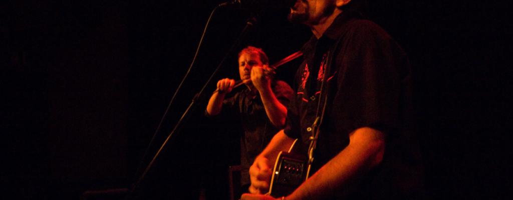 Na akustický koncert rockera Phila Shoenfelta a Pavla Cingla zve Malá scéna za oponou
