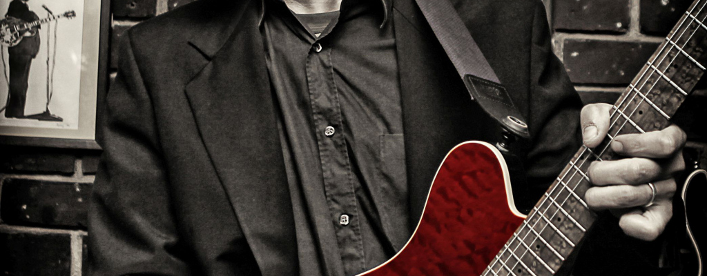 Jeden z nejosobitějších hudebníků britské bluesové scény, Will Johns se vrací na Malou scénu za oponou