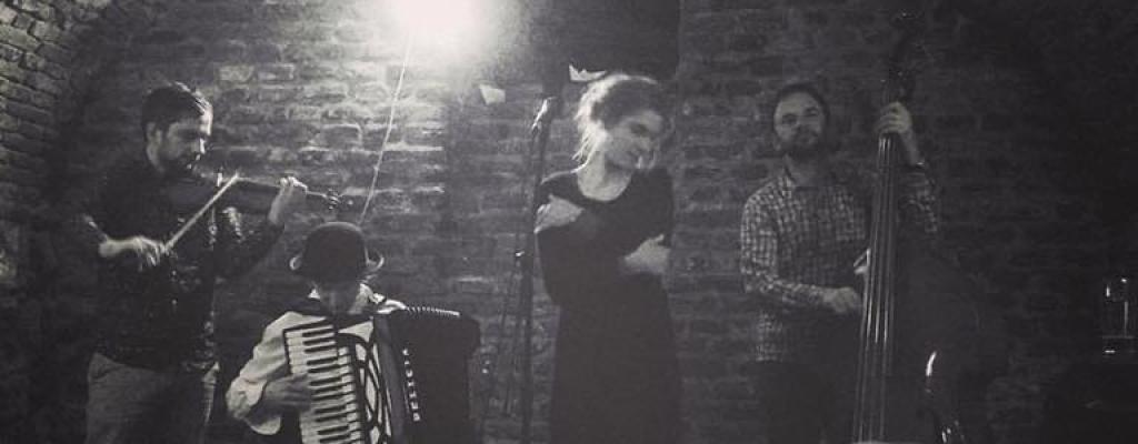Liberální klezmer v podání plzeňské kapely Mi Martef na Malé scéně za oponou