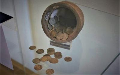 Peníze králů a císařů jednoho rodu