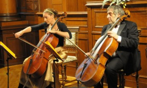 JIŘÍ HOŠEK a DOMINIKA WEISS HOŠKOVÁ – violoncello