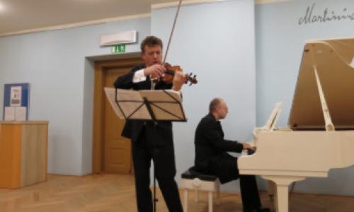 Ivan Ženatý – housle , Martin Kasík – klavír