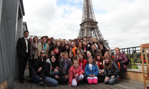 Projekt C'est la vie se točil pod Eiffelovkou