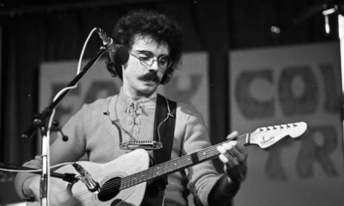 Pavol Hammel přijede jen s kytarou a harmonikou jako v 70. letech