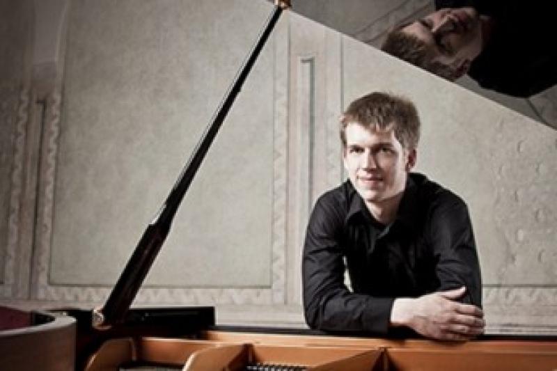 MAREK KOZÁK – klavír