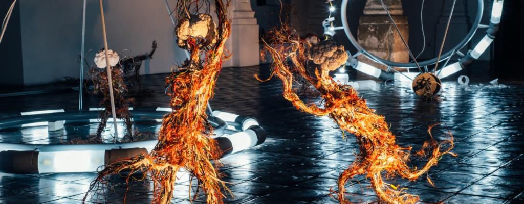 """Instalaci """"Systémy bez ducha"""" od Krištofa Kintery lze zhlédnout v Galerii Kaple ve Valašském Meziříčí do 19. února 2017"""