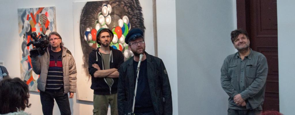 Malíř Jiří Kuděla vystavuje v galerii Kaple ve Valašském Meziříčí nejen abstraktně pojaté podobizny.